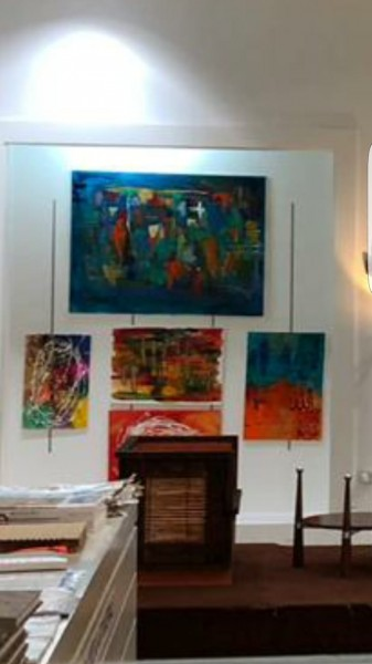 مريم عيد المنصورى تخطف الأنظار بمجموعة لوحات فنية فى أول معرض لها بأبوظبى