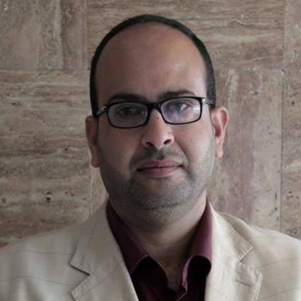 يا أشتية.. أنا طبيب مفصول بقلم: عامر أبو شباب