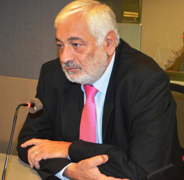 د. إبراهيم أبراش وميزة الإستقالة بقلم: منجد صالح