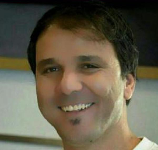أغنيات يديك بقلم: خالد ديريك