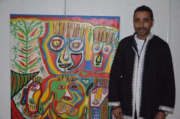 التشكيلي مصطفى العمري:أرسم على إيقاع موسيقى كناوة وطقوس البخور