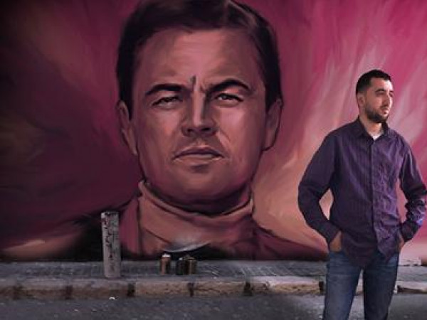 حكاية راعي غنم جزائري إنتقل من الرسم على الرمال إلى أفيشات هوليوود