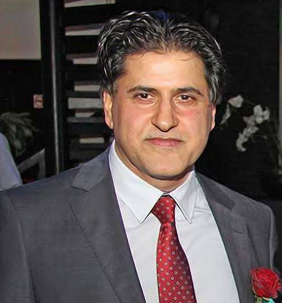 """العراقي يتهافت على السياسة ويترك مهنته """"الحقيقية""""!بقلم: عدنان أبوزيد"""