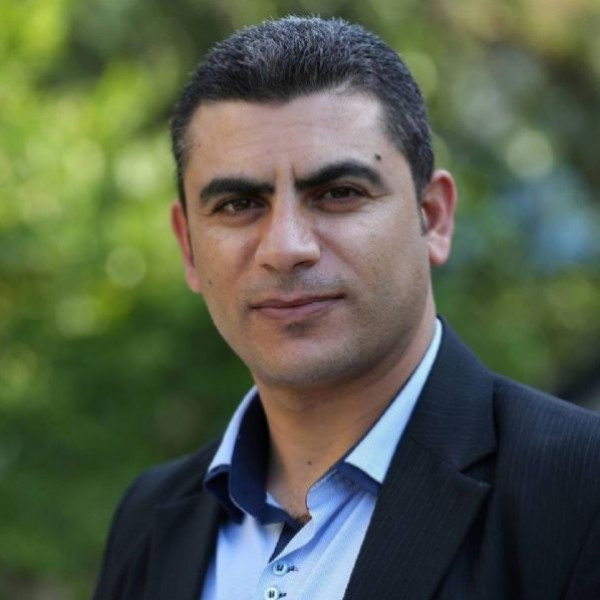 الانقسام الفلسطيني الجديد  بقلم:أشرف أبوخصيوان