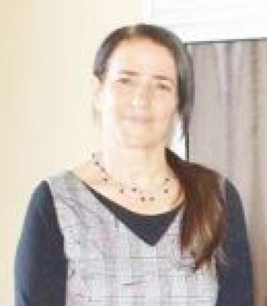 حوار مع الشاعرة والكاتبة  آمال أبو فارس