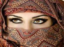 امرأة تمشي في داخلي : نزار قباني