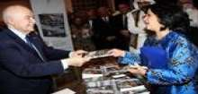 """معالي سميرة رجب تطلق كتاب أبوغزاله: """"البطانية تصبح جاكيت"""""""