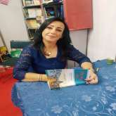"""د.انتصار الدنان توقع كتابها """"جدلية السلطة والثقافة في الأندلس"""" في معرض بيروت"""